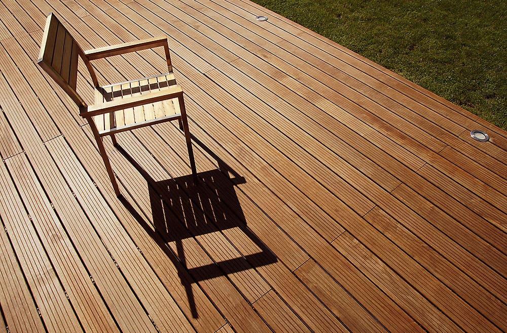 kloepferholz-terrasse-holz-tropenholz-bangkirai-Fotolia_35596054_XL_Jérôme_Rommé