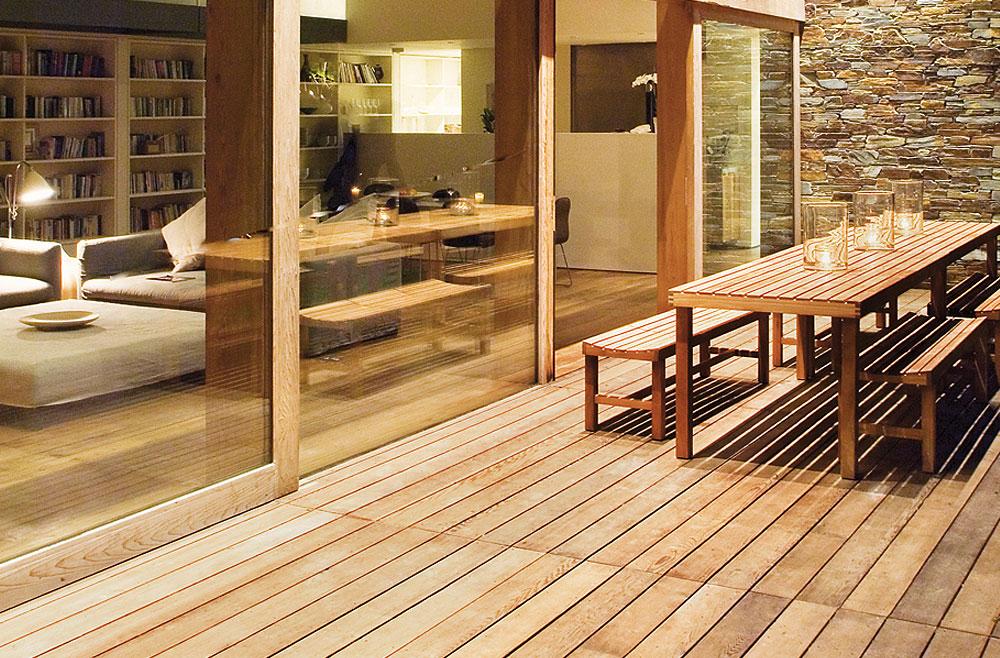 kloepferholz-terrasse-holz-tropenholz-garapa-GettyImages_130409388_RGB