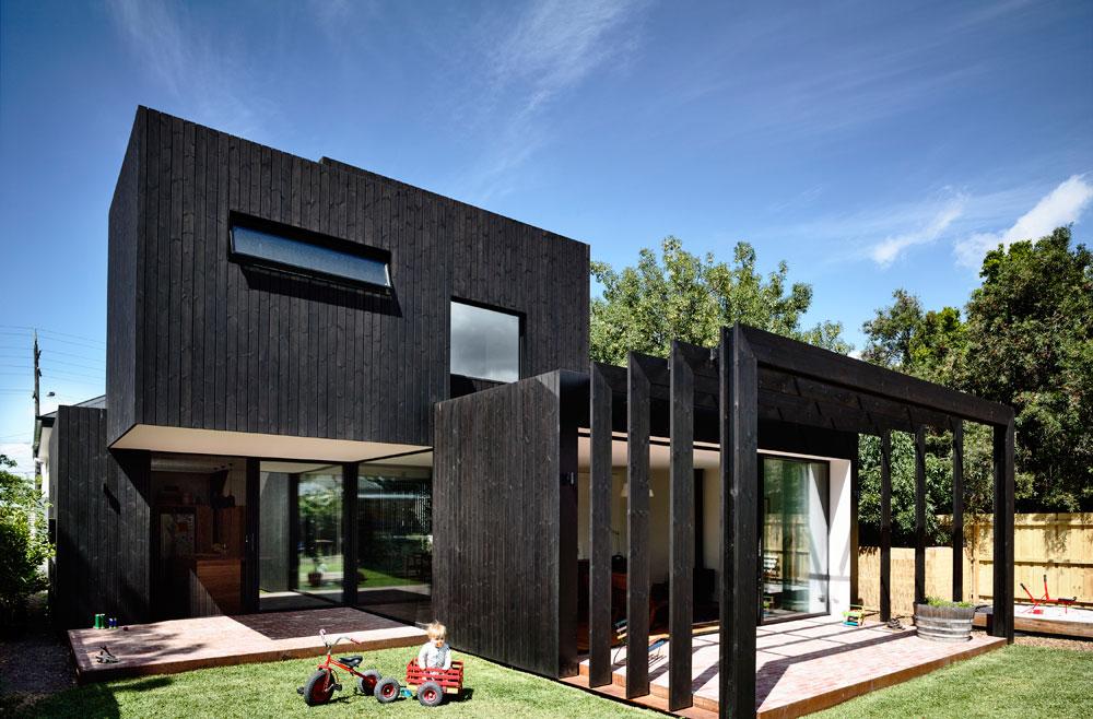 LUNAWOOD Fassade Thermoholz im Außenbereich