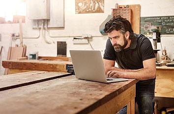 Handwerker Computer Werkstatt Messebesuch planen